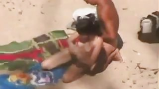 Couple Watched Fucking At The Beach